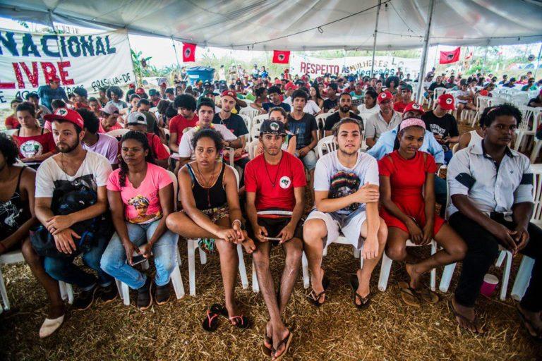 juventude camponesa realiza ato político cultural em defesa de Lula