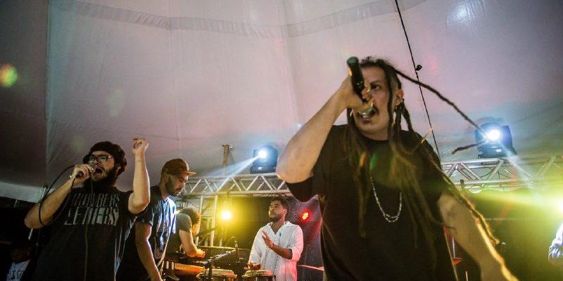 """""""O rap é a voz de todo o povo oprimido"""", diz MC Oráculo no Acampamento da Juventude"""