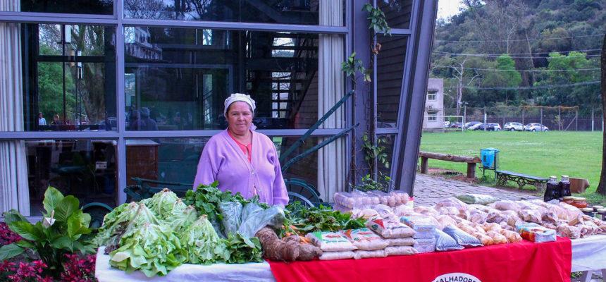 'Mulheres da Terra' inaugura feira de orgânicos e coloniais na UFRGS