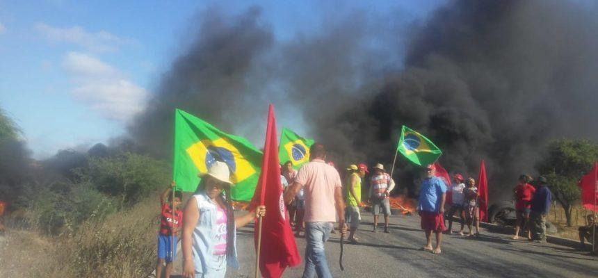 MST realiza trancamentos de estradas em Pernambuco