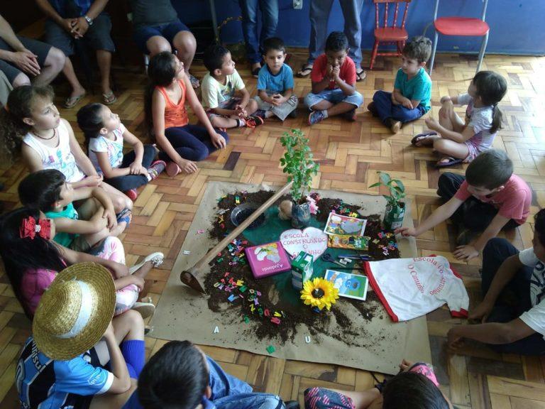 Em Santa Catarina comunidade escolar resiste a nova tentativa de fechamento da escola