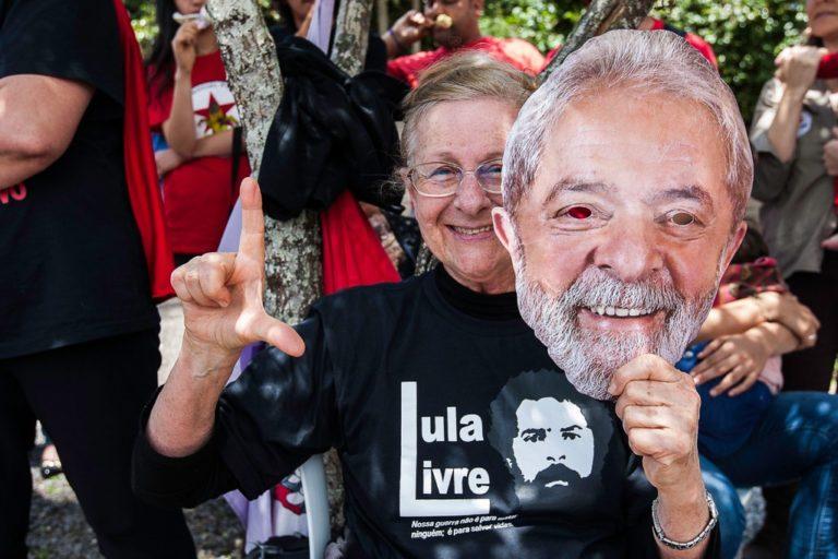 Vigília Lula Livre faz homenagem ao aniversário de 73 anos do ex-presidente