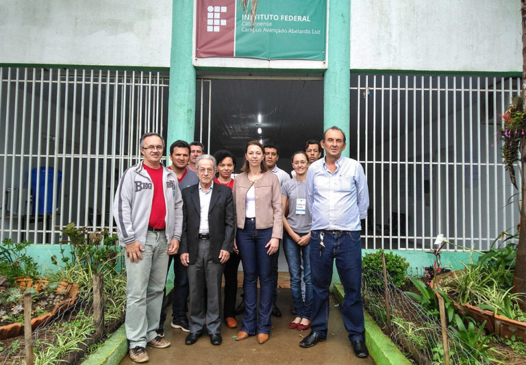 Dermerval Saviani visita assentamentos do MST em Santa Catarina