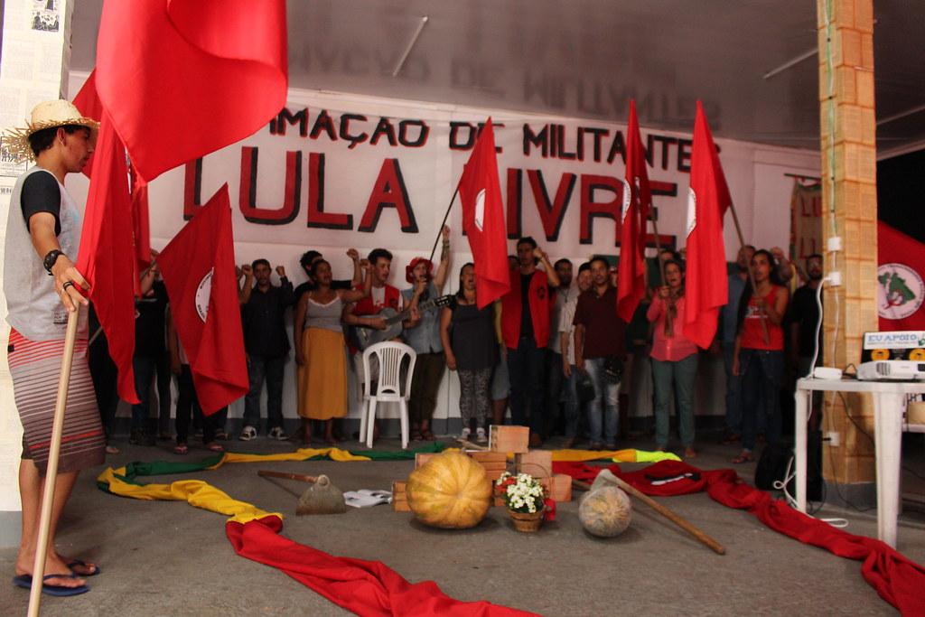 Região Sul do MST realiza curso básico de formação de militantes na Vigília Lula Livre