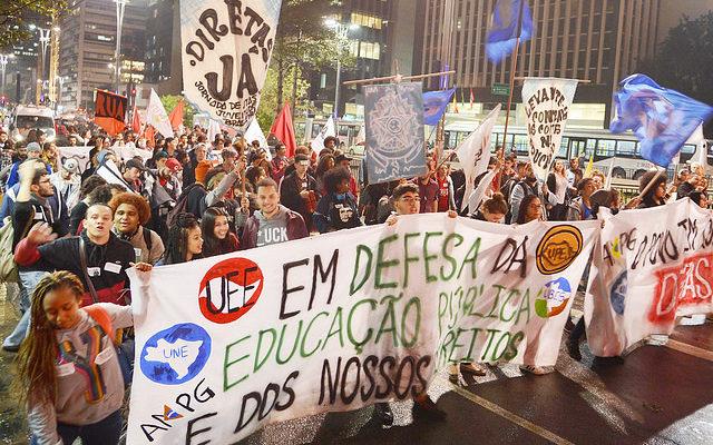 Educação na mira do golpe