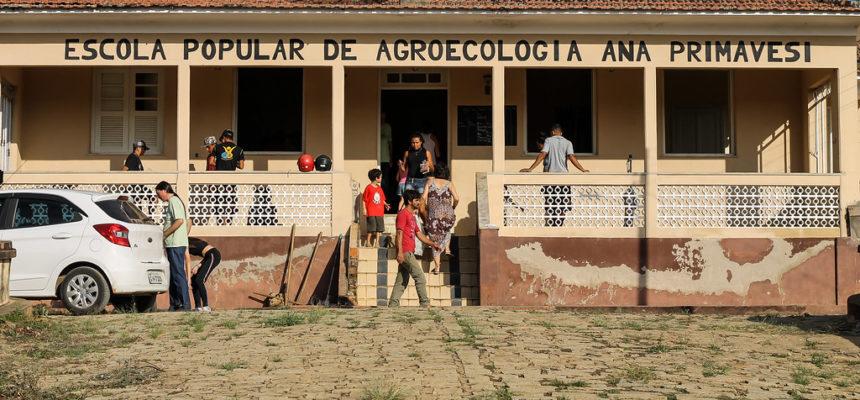 Escola popular Ana Primavesi usa agroecologia para capacitar as famílias do Vale do Paraíba