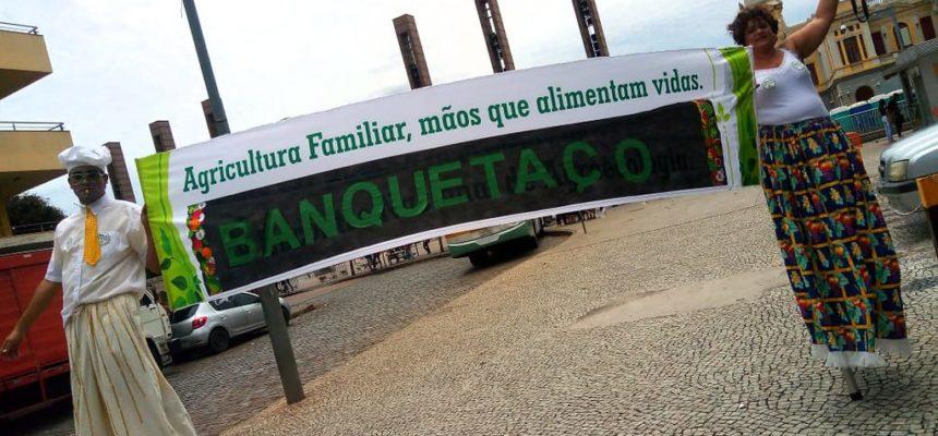 MST participa de banquetaço contra extinção do Consea