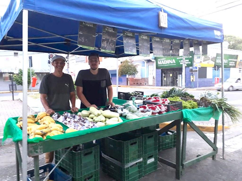Estagiário Felipe, auxiliando na feira da Reforma Agrária em Nova Santa Rita_RS..jpeg