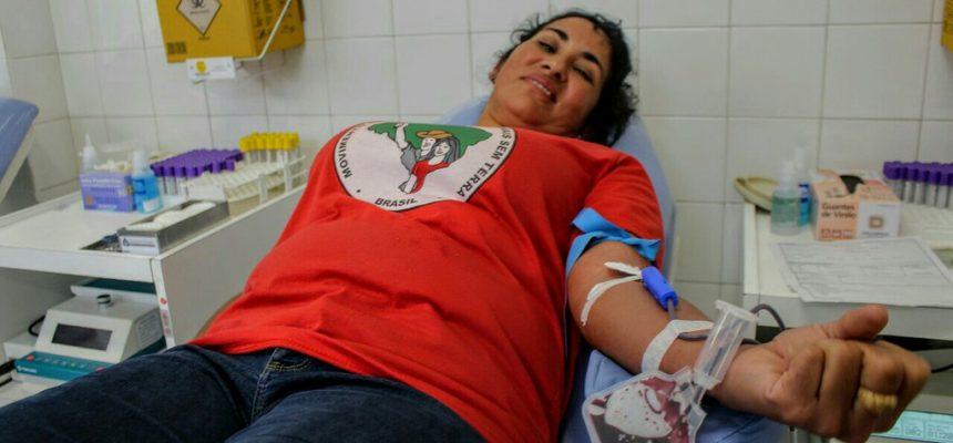Integrantes do MST fazem mutirão de doação de sangue em Curitiba