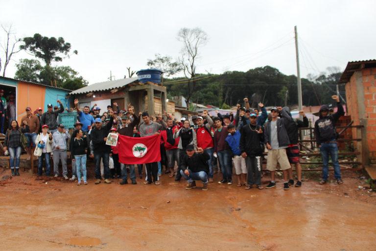MST doa uma tonelada de alimentos orgânicos para ocupações de Curitiba
