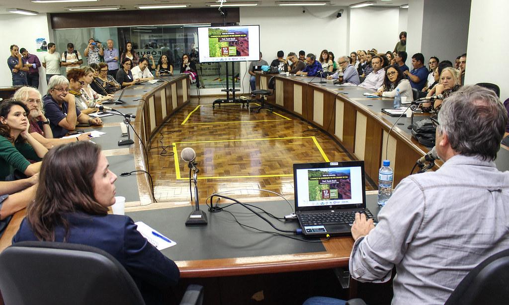 Objetivo da roda de conversa foi informar a população sobre os impactos da mineração no RS. Foto – Catiana de Medeiros.jpg