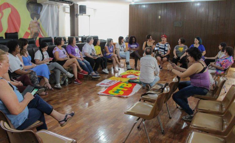 Mulheres da Via Campesina se somam a ações para marcar o 8 de março no RS