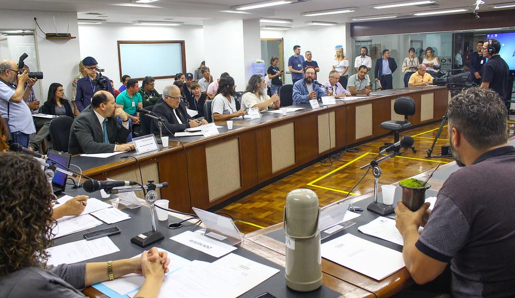 Dirigentes do MST, pais, professores e diretores participaram da reunião da Comissão de Educação da AL. Foto - Catiana de Medeiros.jpg
