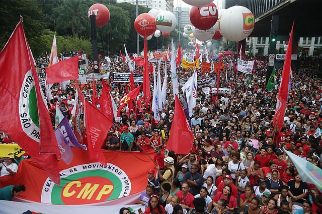 trabalhadores protestam em todo o país e preparam greve geral