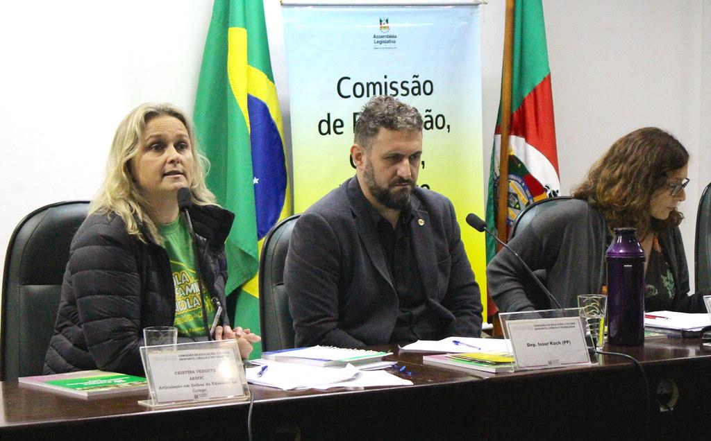 Descumprimento da Lei 12.960, que dificulta o fechamento de escolas rurais, foi denunciado pela educadora Cristina Vergutz. Foto_ Catiana de Medeiros.JPG