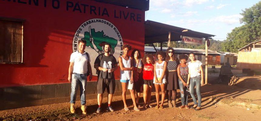 Tulipa Ruiz visita acampamentos atingidos pela mineração em MG