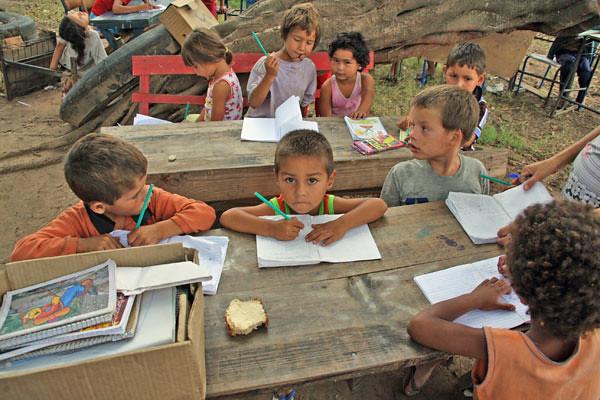 Aulas em escola itinerante de acampamento do MST em Nova Santa Rita (RS). Foto_LeonardoMelgarejo.jpg