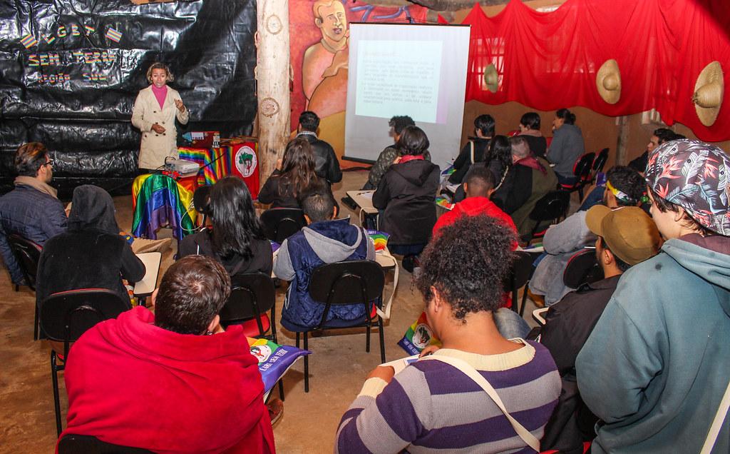 Participantes tiveram estudos sobre diversos assuntos, um deles sobre a organicidade do MST. Foto - Catiana de Medeiros. (2).jpg