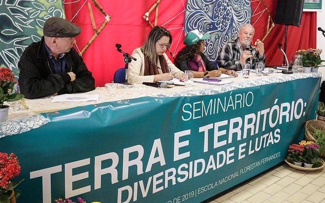 Os recursos naturais do Brasil são os alvos do capitalismo em crise, diz Stedile