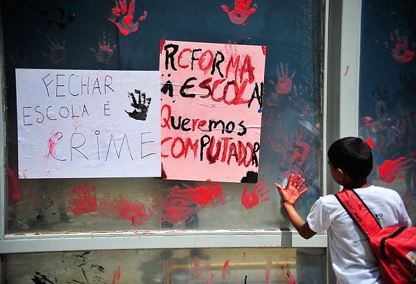 Movimentos populares reafirmam a defesa da educação como um direito