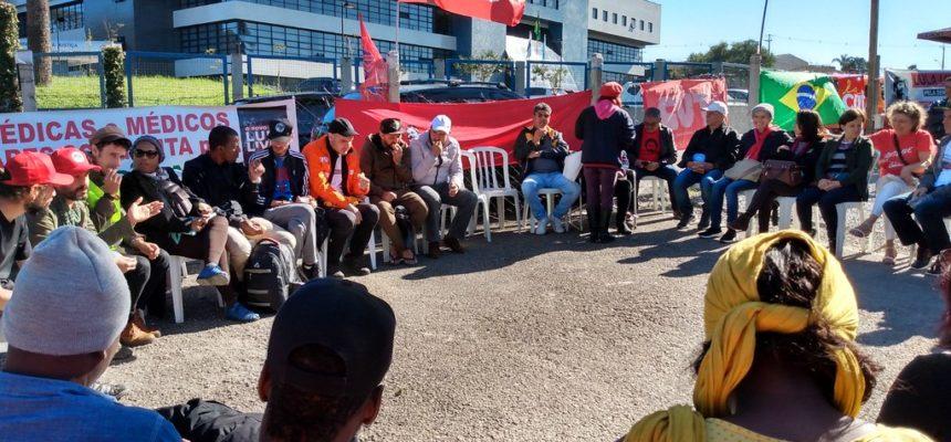 Militantes de países da África e da Europa visitam Vigília e enviam carta a Lula