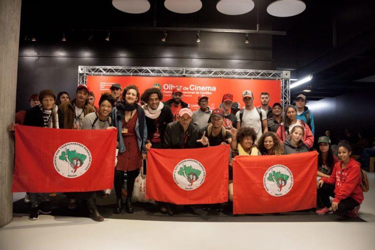 Lançamento nacional de filme sobre o MST lota cinema e Vigília Lula Livre