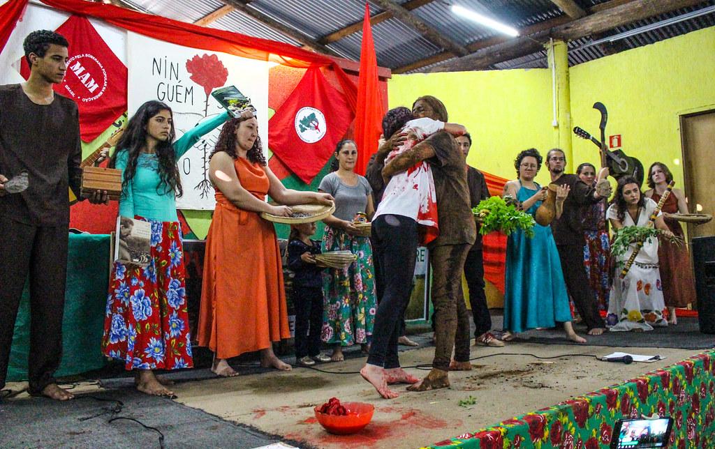 Evento contou com mística que lembrou os crimes da Vale em MG. Foto - Maiara Rauber.jpg