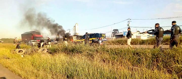 Ataque violento da Guarda Municipal a manifestantes em Araucária (PR)