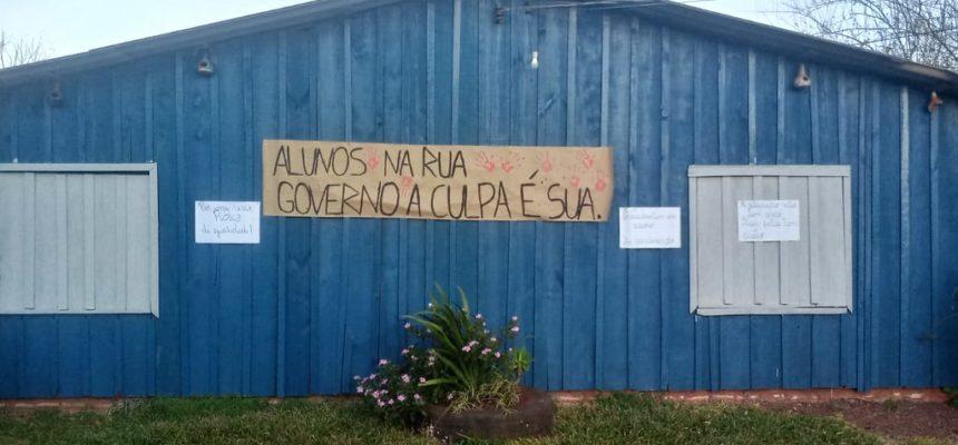 Ato em assentamento apoia a greve dos professores estaduais do Paraná