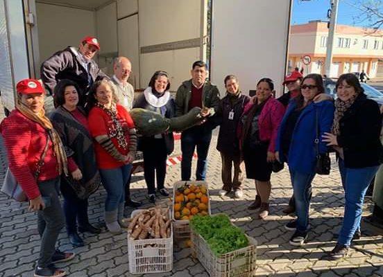 MST doa uma tonelada de alimentos a instituições no RS