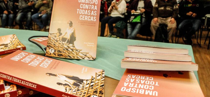 Livro sobre a vida de Pedro Casaldáliga é lançado em Porto Alegre
