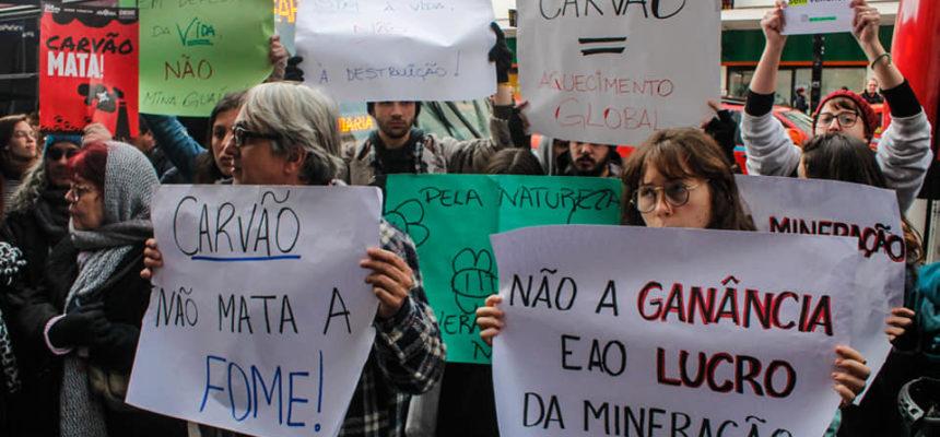 Protesto cobra audiência da Fepam sobre a Mina Guaíba em Porto Alegre