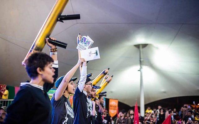 Conune começa com discursos de resistência aos cortes do governo