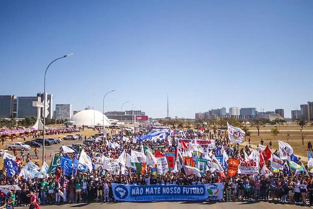Estudantes de todos os estados fazem ato em Brasília contra cortes de direitos