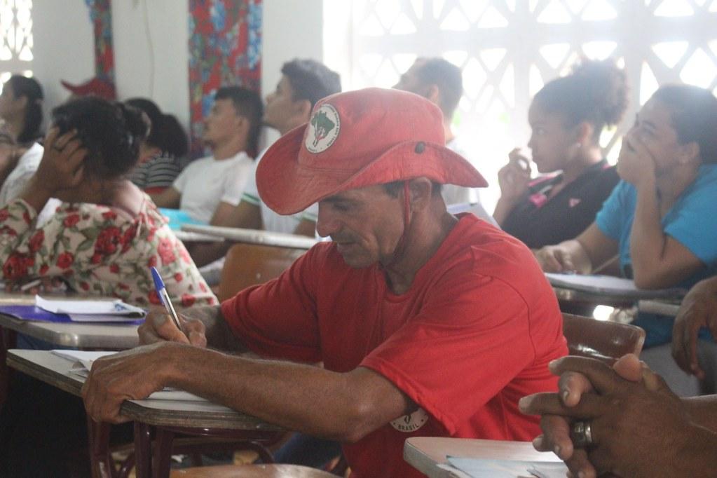 """Entidades denunciam """"calote à educação premiado"""" em proposta do Senado"""
