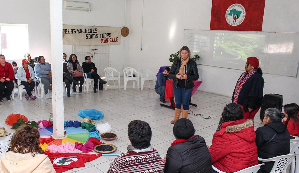 Mulheres participaram de estudo sobre a conjuntura brasilera. Foto - Catiana de Medeiros..jpg