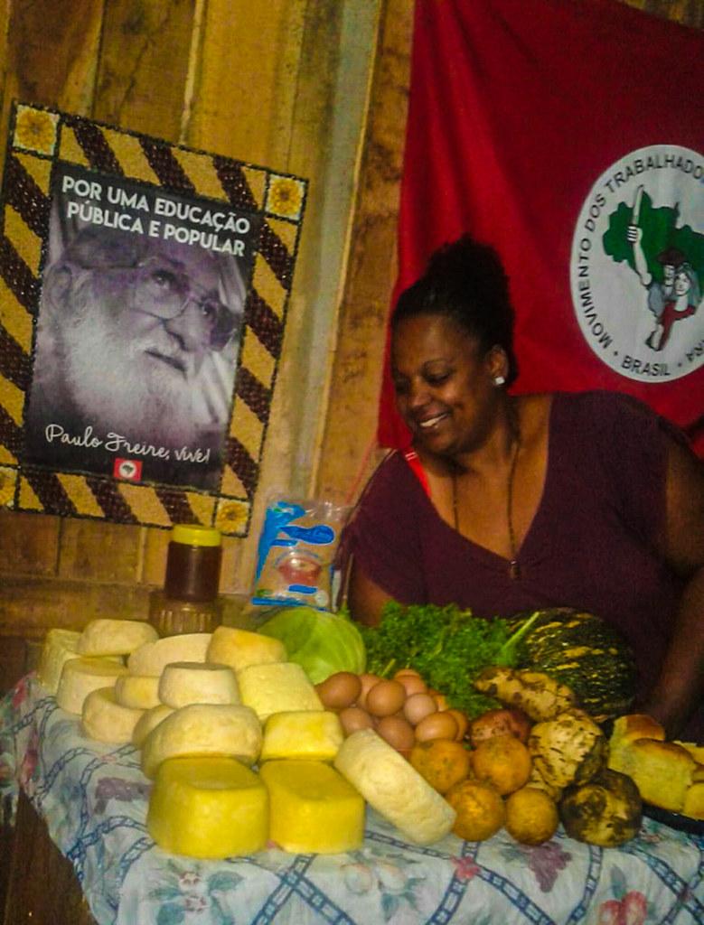 Alimentos produzidos por Ana em seu lote, em São Gabriel.jpg