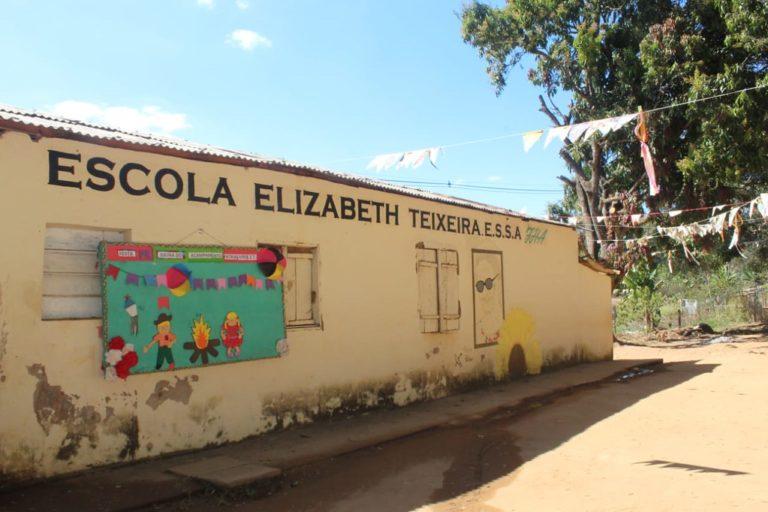 Acampamento Pátria Livre reconstrói escola do campo em Minas Gerais
