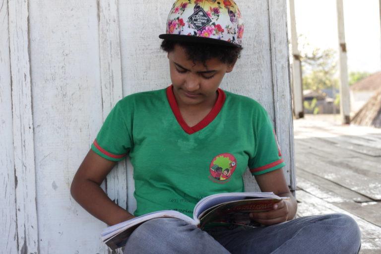 MST lança campanha de arrecadação de livro de literatura no Paraná