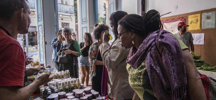 Sem Terra comemoram dois anos do espaço de comercialização Terra Crioula no RJ