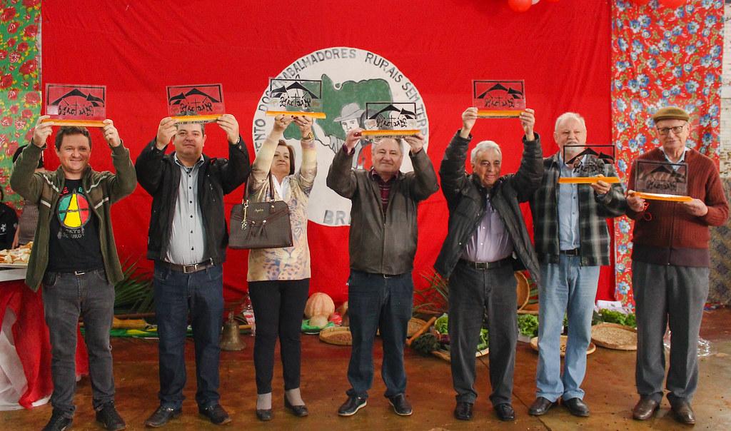 Trabalhadores que apoiaram as famílias à época foram homenageados durante a festa. Foto - Catiana de Medeiros.jpg