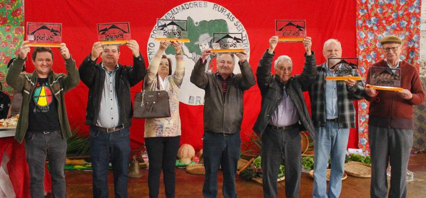 Assentados e apoiadores comemoraram os 40 anos das ocupações Macali e Brilhante