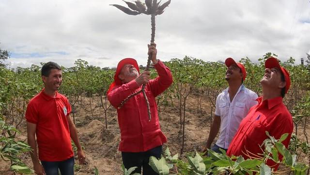 Ex-presidente Lula manifesta apoio ao MST e ao Centro de Formação Paulo Freire