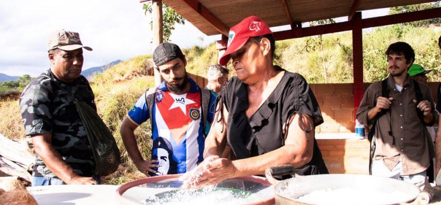 Sob ameaça de despejo, famílias assentadas em Macaé (RJ) resistem e inauguram casa de farinha