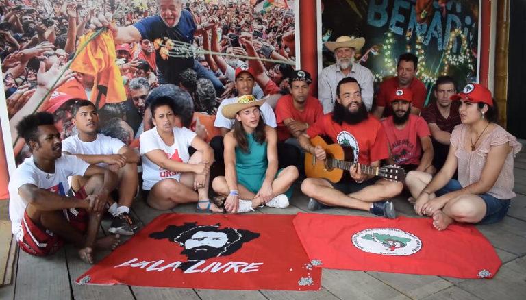 """""""Pertinho de você"""" é a nova música criada na Vigília Lula Livre"""