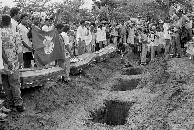 [178]  Em Eldorado do Carajás (PA), em 1996, foram 19 mortes e mais de 60 feridos, mas 142 policiais que participaram do massacre foram absolvidos  Anistia Internacional.jpeg