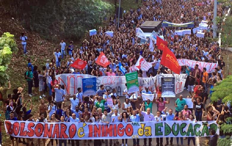 Mobilização contra os cortes na educação em Salvador (BA).jpg