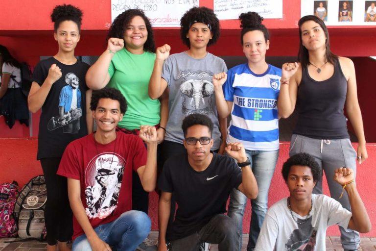 jovens  são premiados em concurso de poesia