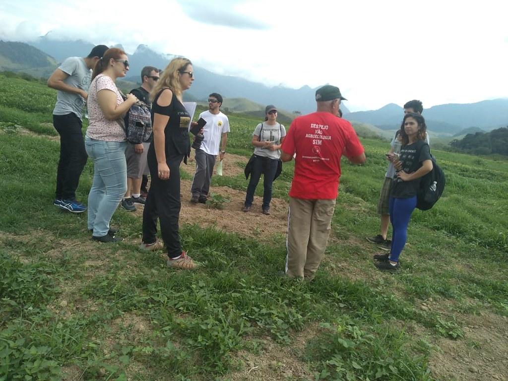 15 estudantes passaram um dia de atividades no PDS Osvaldo de Oliveira. Foto_Coletivo de Comunicação do MST no RJ.jpeg