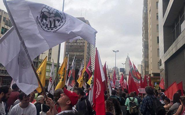 Manifestantes protestam em São Paulo contra cortes no Minha Casa, Minha Vida